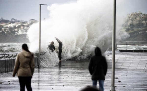 Wild weather hitting parts of Melbourne. People coming to see the conditions at Mornington Pier. Photo: Alex Coppel. Source: Walkley.